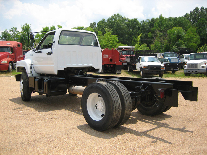 Chevrolet, Chevy KODIAK      CAB + CHASSIS