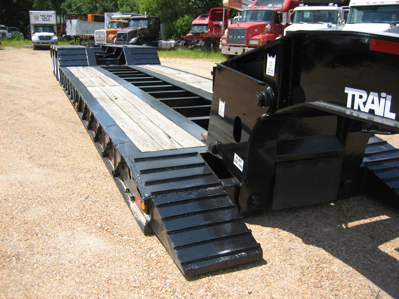 TRAILKING TK100      TRI-AXLE LOWBOY TRAILER