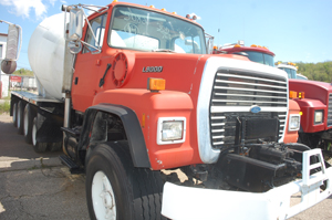 FORD LT9000     QUAD-AXLE MIXER
